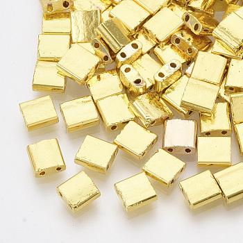 Abalorios de la semilla de cristal electrochapa, 2 agujero, Rectángulo, oro chapado, 5x4.5~5.5x2~2.5mm, agujero: 0.5~0.8 mm