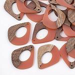 Colgantes de resina & madera, lágrima, salmón oscuro, 32.5x27.5x2.5~4mm, agujero: 1.5 mm